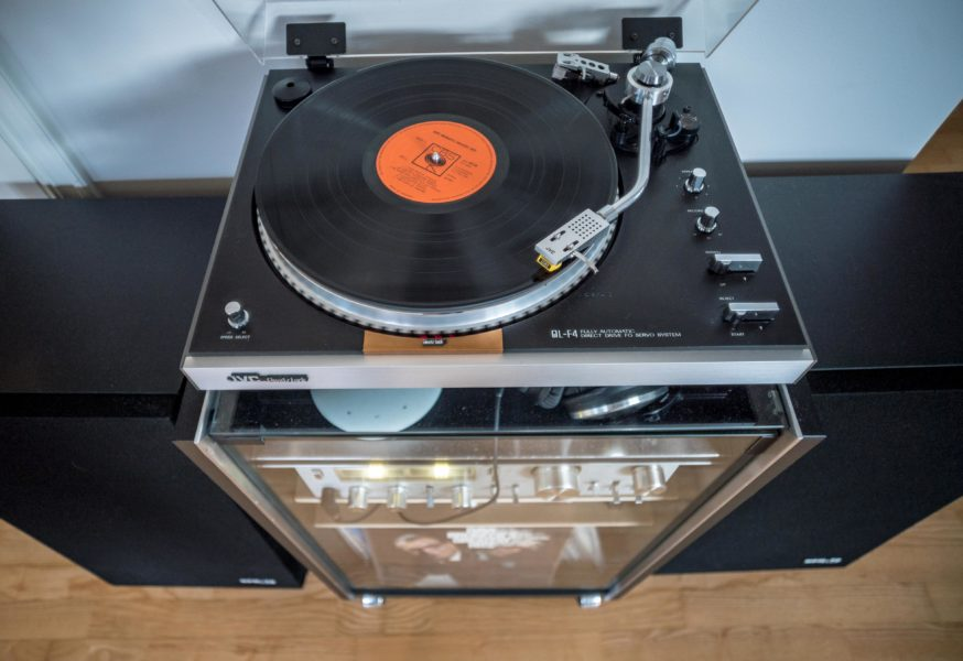 Vintage Stereo Rig - Turntable view